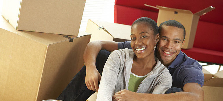 couple having an easy packing thanks to long-distance movers NYC