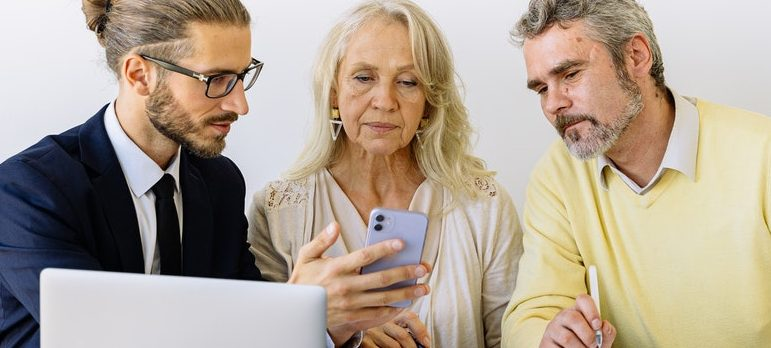 Three people discussing moving insurance